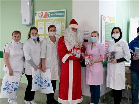 """Сотрудники """"Газпром межрегионгаз Самара"""" и""""Газпром газораспределение Самара"""" провели новогоднюю акцию для детей врачей"""