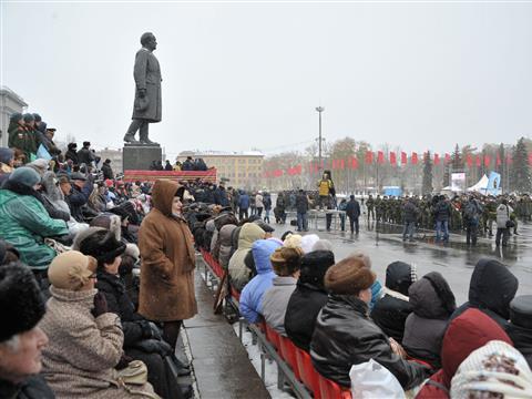 В Самаре на площади им. Куйбышева прошел Парад Памяти