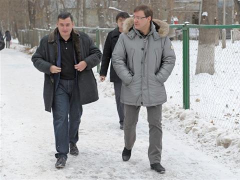 Дмитрий Азаров и Александр Хинштейн проголосовали в школе №132