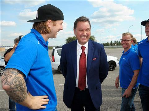 """Хоккейная команда """"Лада"""" посетила АвтоВАЗ и протестировала новые модели"""