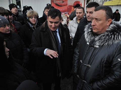 Александр Хинштейн проконтролировал, как в Куйбышевском районе идет демонтаж незаконных торговых павильонов