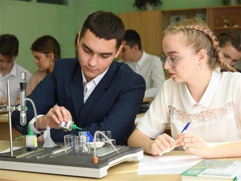 Цифровая лаборатория для юных химиков: Сызранский НПЗ оснастил школу №2 современным оборудованием