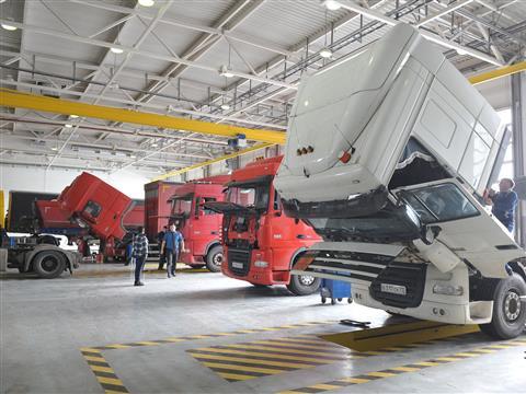 """Губернатор Николай Меркушкин посетил строящийся сервисный центр автомобилей Mercedes-Benz формата """"Truck+LCV"""""""