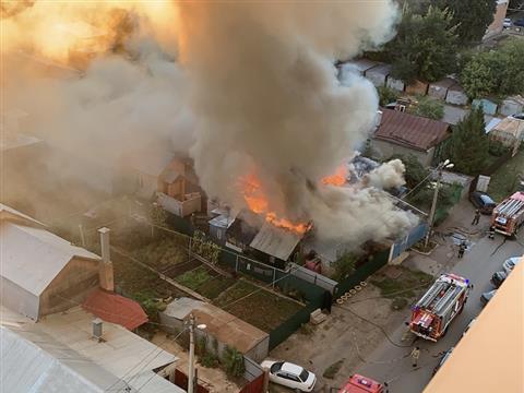 В Самаре загорелись дома в частном секторе