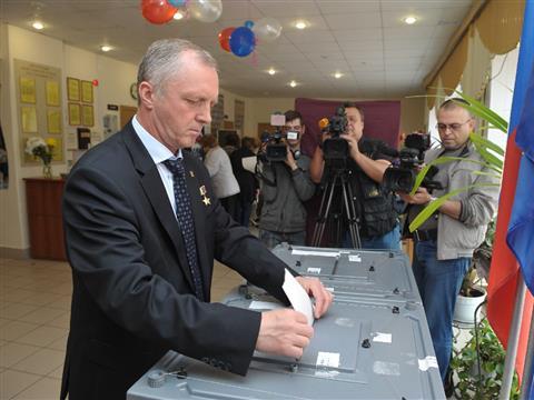 Игорь Станкевич проголосовал на участке в школе №6 в Самаре