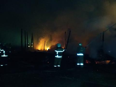 В пос. Преображенка под Самарой более 100 человек тушат крупный пожар