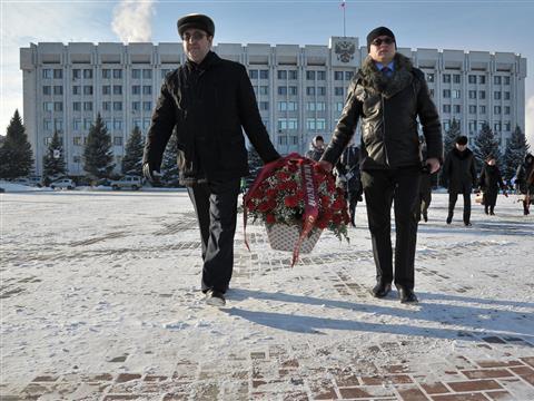 В Самаре накануне Дня Героев Отечества герои возложили цветы к Вечному огню