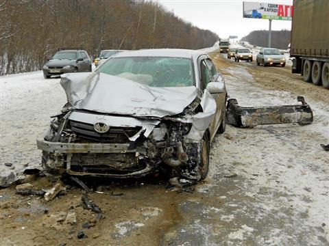 На трассе М-5 на высокой скорости столкнулись две Toyota, погиб человек