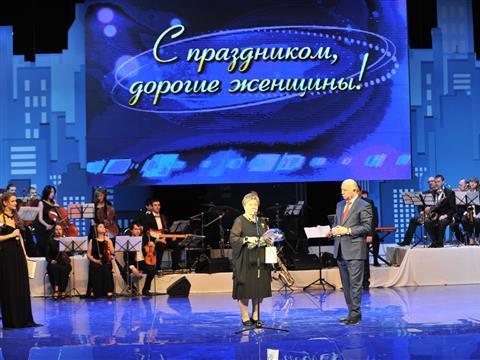 Николай Меркушкин поздравил жительниц Тольятти с праздником весны