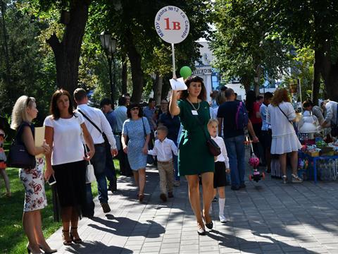 В Струковском саду первоклашек поздравили с Днем знаний
