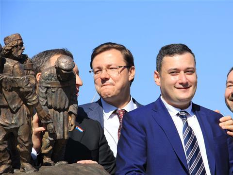 """На Самарской набережной открыли скульптурную композицию """"Бурлаки на Волге"""""""