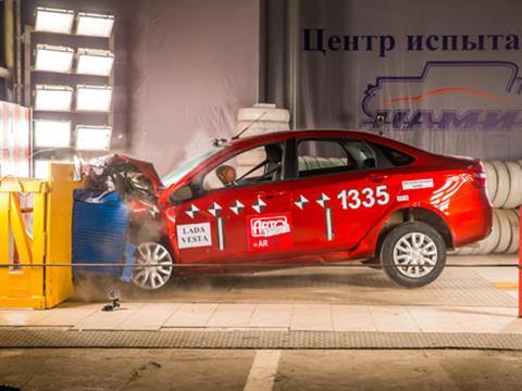 Проведен первый независимый краш-тест Lada Vesta