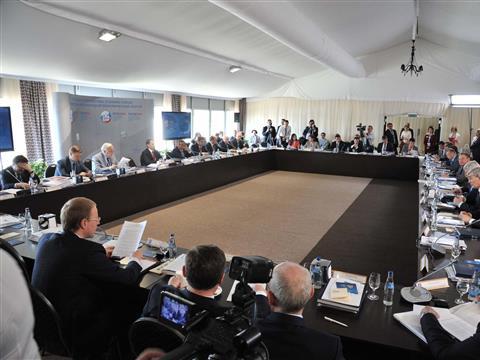 Николай Меркушкин принимает участие в работе Петербургского международного экономического форума