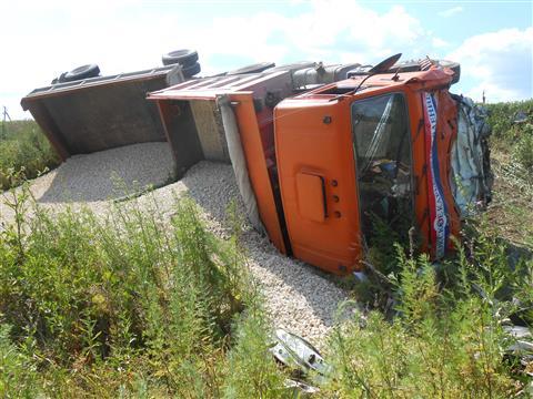 """На трассе Самара - Ульяновск водитель """"Волги"""" и два пассажира погибли, столкнувшись с КамАЗом"""
