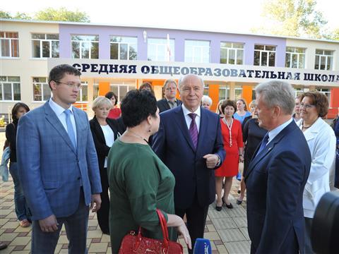 Николай Меркушкин посетил общеобразовательную школу с. Воскресенка Волжского района