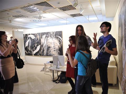 Анатолий Гайдук и Елена Дендиберя попытались осмыслить отношения друг с другом в выставке-диалоге