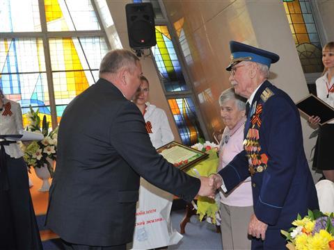 Самарские ветераны получили награды за подвиг семейного долголетия