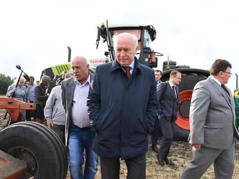 Николай Меркушкин посетил одно из крупнейших растениеводческих хозяйств Большечерниговского района