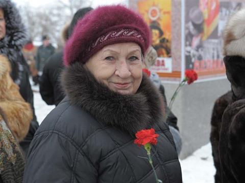 В честь Дня защитника Отечества Владимир Артяков возложил цветы к Вечному огню