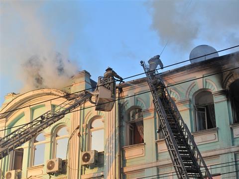 В Самаре горит здание налоговой