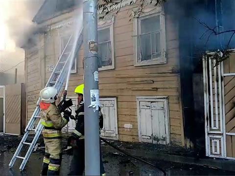 В центре Самары сгорел частный дом