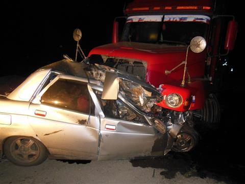 """В Кошкинском районе три человека погибли в """"десятке"""", столкнувшейся с грузовиком"""