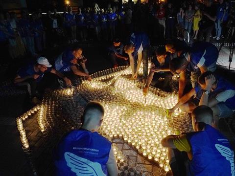 В Самаре зажгли более 10 тысяч свечей у штурмовика Ил-2