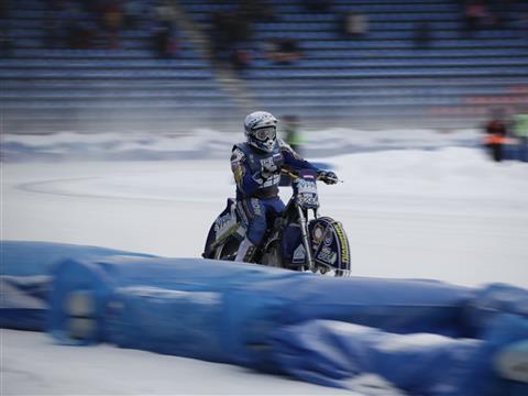 Сборная России одержала победу в чемпионате мира по мотогонкам на льду, проходившем в Тольятти