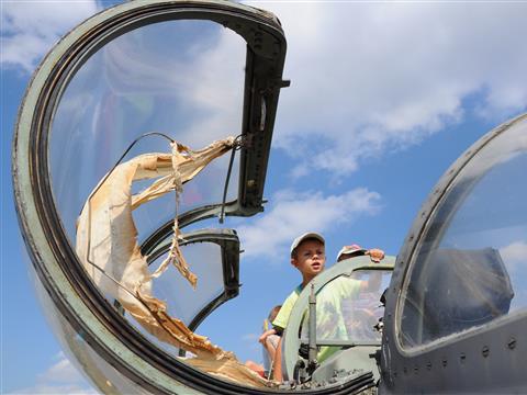"""На аэродроме """"Бобровка"""" прошел региональный фестиваль авиационных и военно-прикладных видов спорта"""
