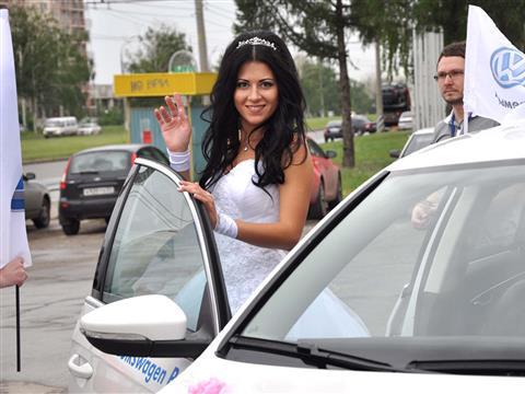 В Тольятти прошел парад невест на автомобилях Volkswagen