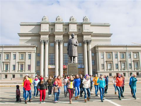 На пл. Куйбышева самарские поклонники Зумбы поддержали всероссийский флешмоб