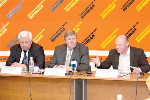 Сергей Михалев (слева), Геннадий Цыгуров (в центре) и Андрей Галайда (справа) намерены вывести «Ладу» в КХЛ