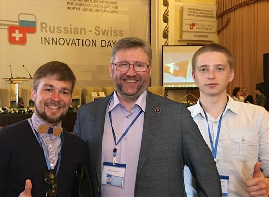 Александр Чистов в центре