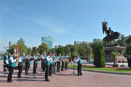 На набережной Самары весь день работают концертные и развлекательные площадки