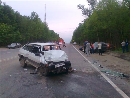 """26 мая около кладбища """"Сорокины Хутора"""" в Самаре произошла крупная дорожная авария с участием пяти машин"""