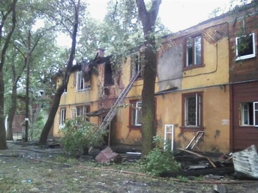 Жители дома рассказали, что проснулись, когда лестничная площадка уже была объята пламенем