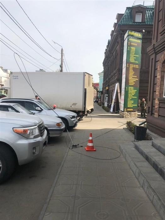 В Сызрани на девушку рухнул провод связи, сбитый пивным грузовиком