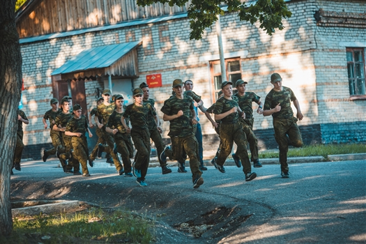 """""""Гвардейцы"""" из Самарской области совершили марш-бросок на военном полигоне в Пензе"""