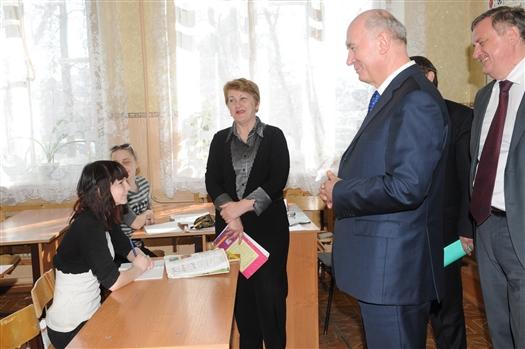 В среду, 17 апреля, в ходе рабочего визита в Сызрань губернатор Николай Меркушкин посетил несколько социальных объектов. Среди них средняя образовательная школа № 30