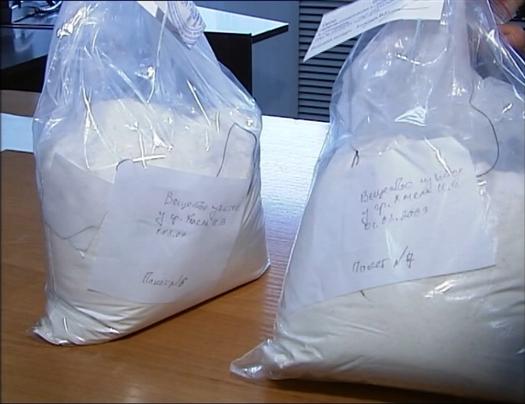 При себе мужчины имели 3,4 килограмма наркотика. В квартире, где проживали подозреваемые, найдено еще около килограмма зелья.