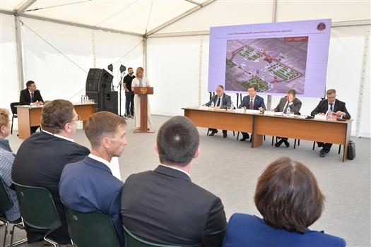 Дмитрий Азаров провел совещание по организации фестиваля болельщиков FIFA