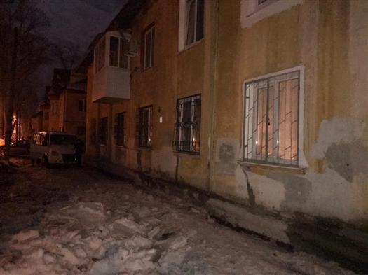 Работника самарского МП обвиняют в смерти женщины от упавшего с крыши снега