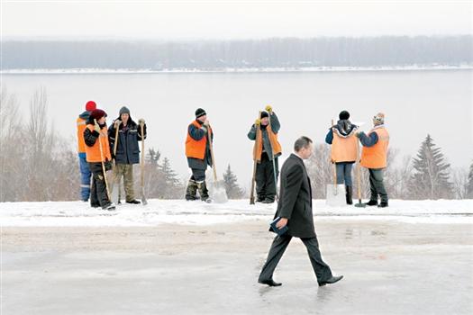 Районные чиновники выполнили поручение мэра Самары и пошли на работу пешком