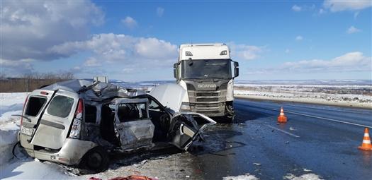 Под Самарой произошло еще одно смертельное ДТП с грузовиком и легковушкой