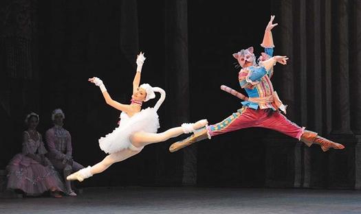 Оперный показал красивую, пышную и многолюдную сказку, сделанную на высоком профессиональном уровне
