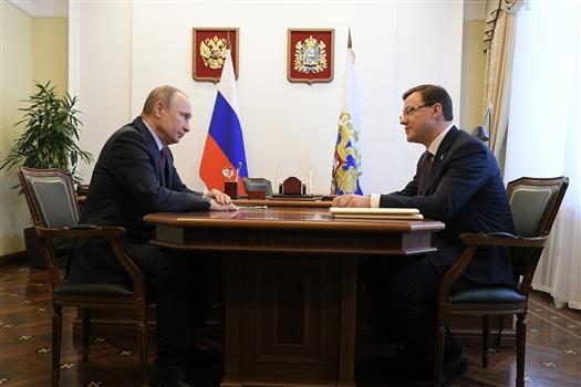 Владимир Путин провел рабочую встречу с Дмитрием Азаровым