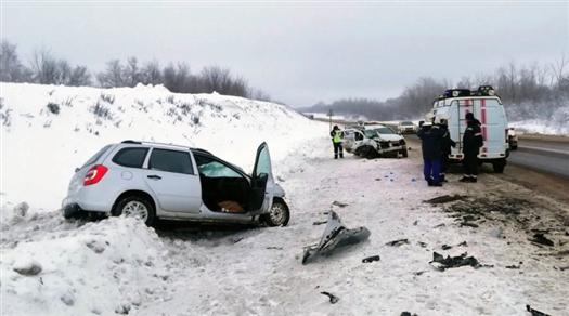 В Сызранском районе двое человек погибли из-за столкновения Renault Sandero и LADA Kalina