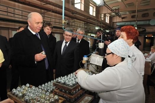 Губернатор ознакомился с работой второго цеха завода