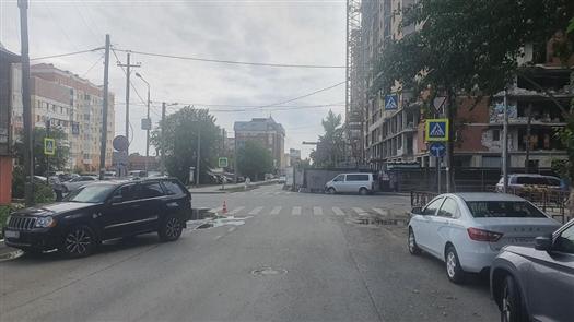 В Самаре водитель внедорожника сбил девочку на самокате