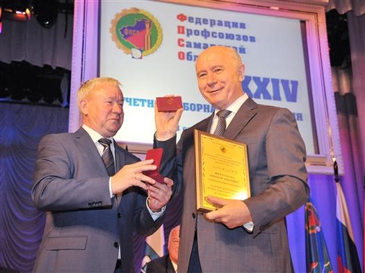 Профсоюзы отметили Николая Меркушкина нагрудным знаком
